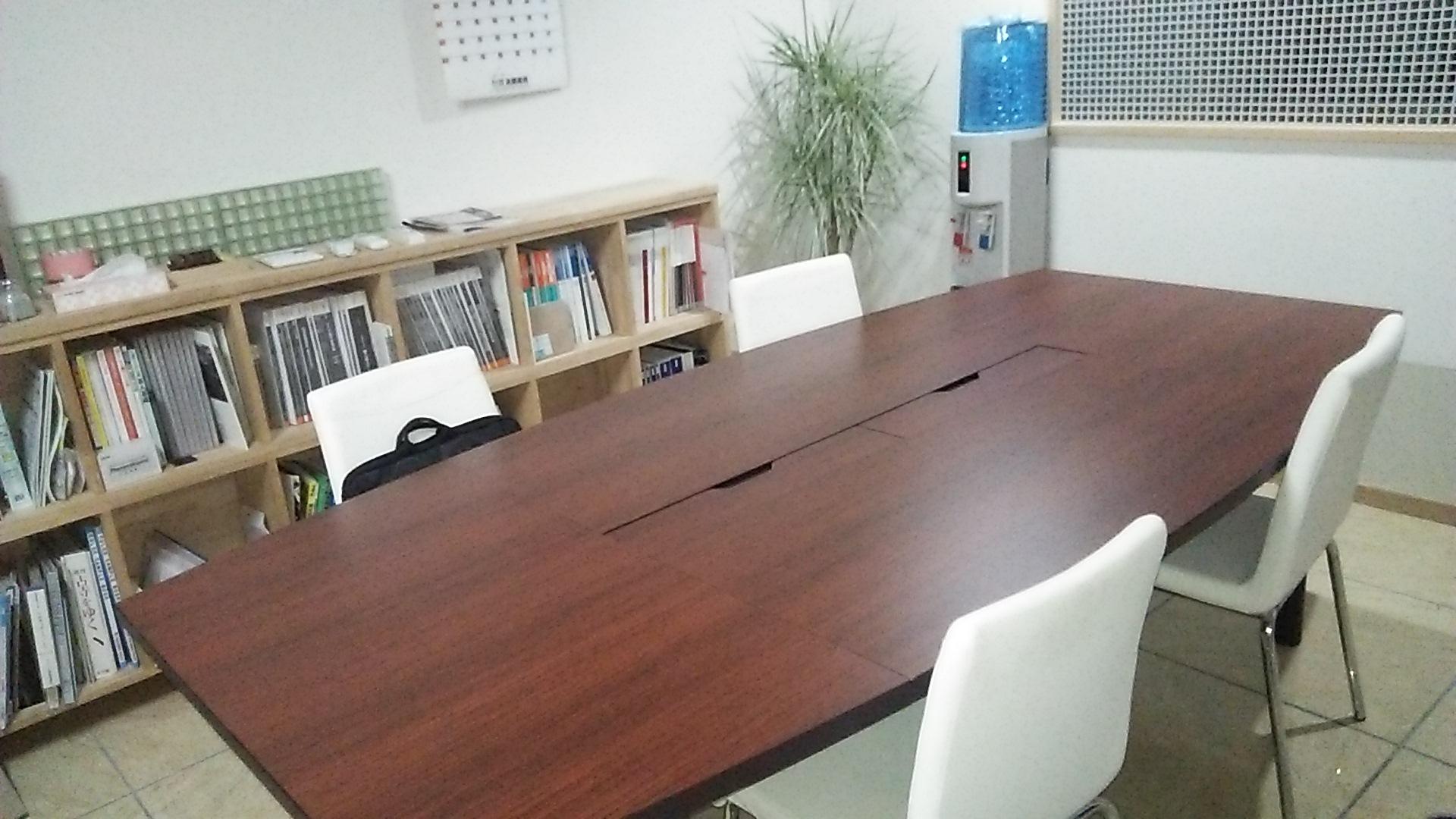 会議テーブル新調しました